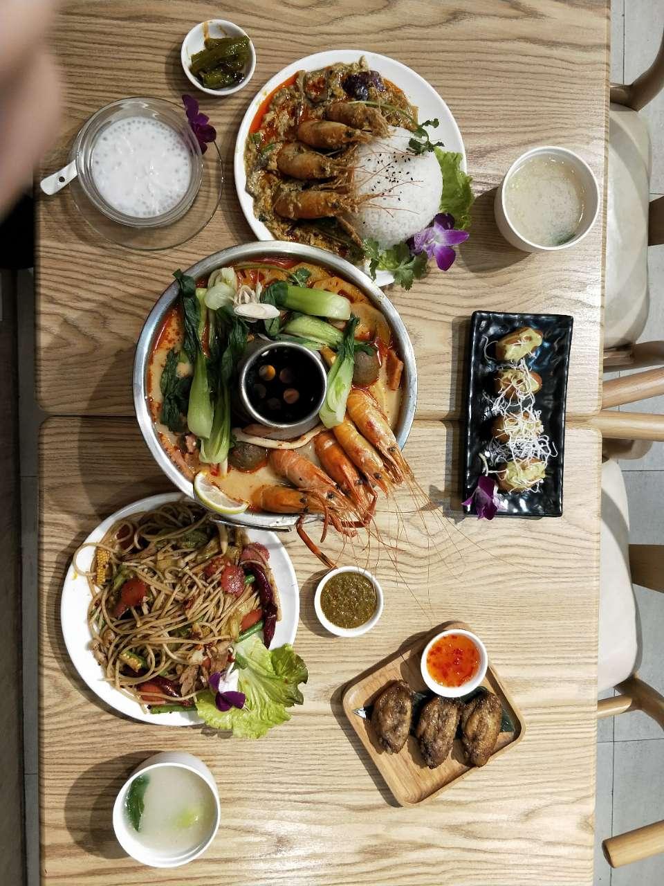 昨天和朋友去成都吃了一次泰国菜,大家猜猜这桌多少钱?